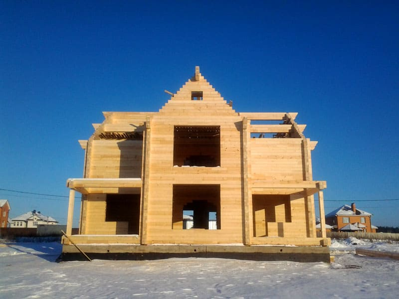 Клееный брус отвечает всем современным требованиям прочности и безопасности строения
