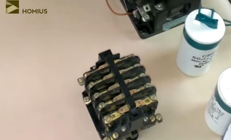 Электромагнитный пускатель ПМЕ-111 – для подачи напряжения на пусковой конденсатор