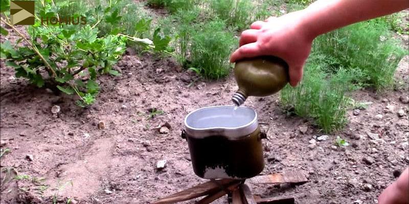 Подставка установлена, дрова готовы, вода в котелок налита – можно разжигать огонь