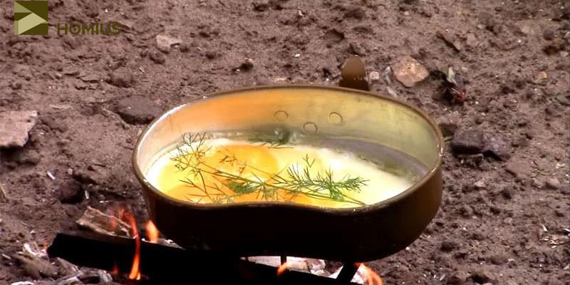 Яичница приготовилась на костре достаточно быстро