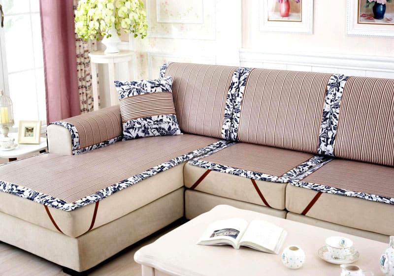 Красивый и практичный элемент декора будет вполне уместен на диване в любом помещении