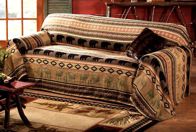 Это может быть простой вариант накидного покрывала на небольшую софу, либо довольно объёмный чехол на диван-трансформер