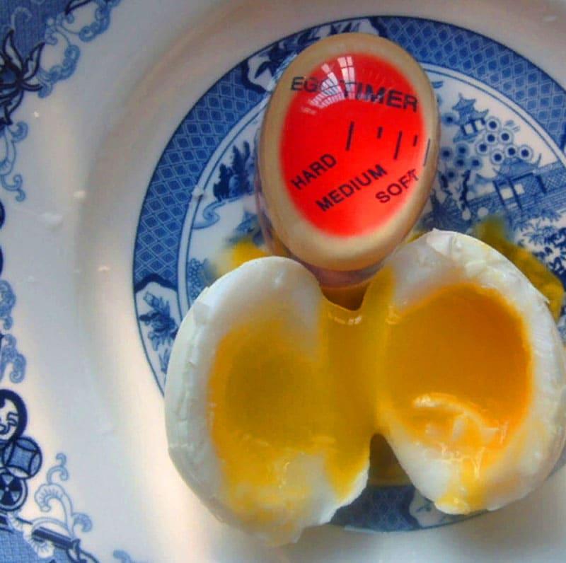 По индикации вы поймете, до какого состояния доварилось яйцо