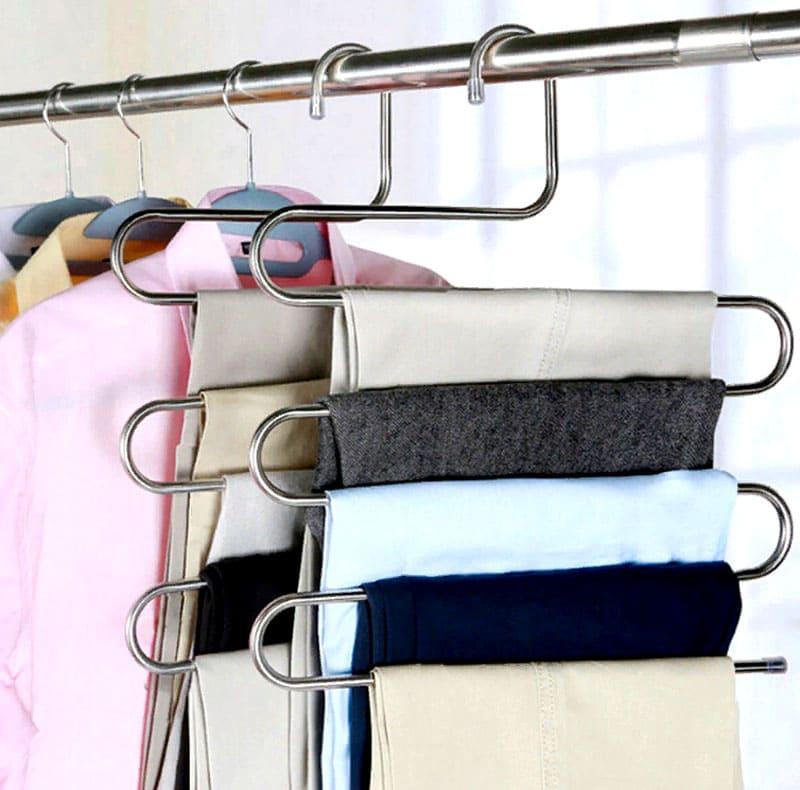 Если вы не готовы мериться с отсутствием места в шкафу – многоярусная вешалка поможет решить проблему нехватки места