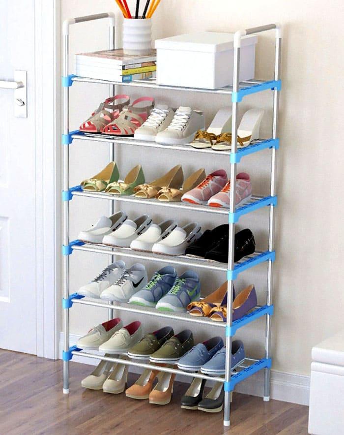 Практичное решение для того, что должно оказаться на виду: обуви, книг, вещей для прогулки, носков… наконец
