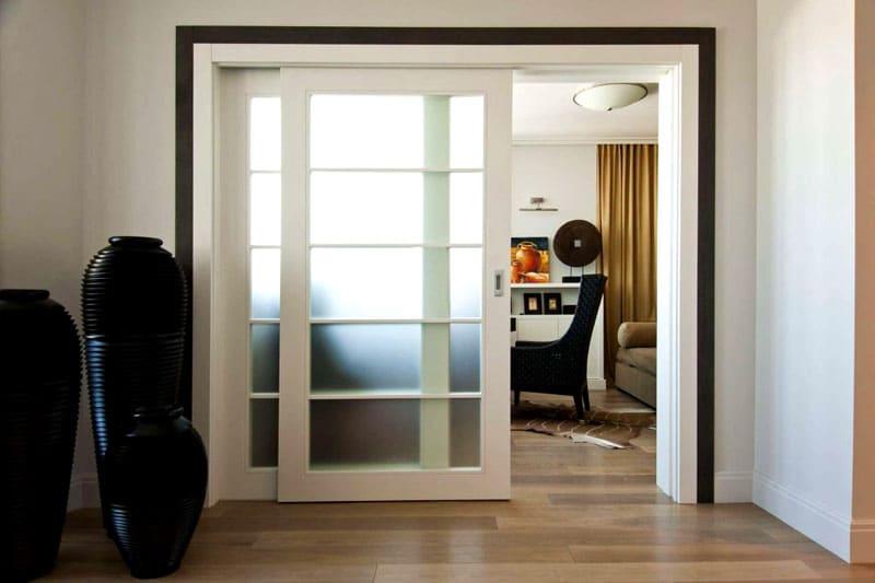 С помощью таких моделей можно скрыть дверной проём смежной комнаты