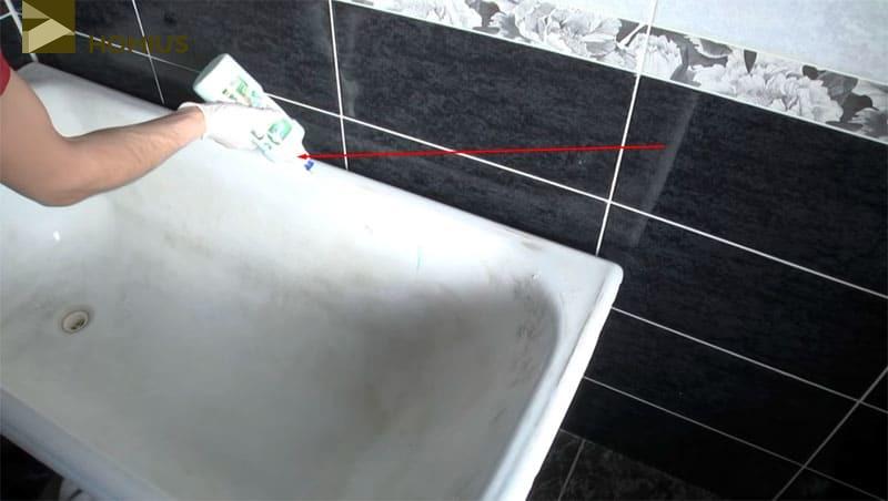 Мойка ванны при помощи агрессивного средства