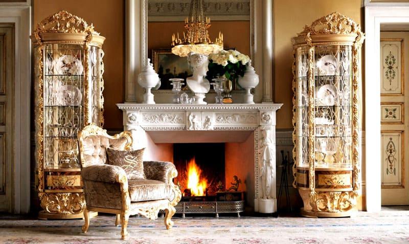 Большой зал можно украсить фальш-колоннами и декоративным камином, а пол устелить узорчатым ковром небольших размеров
