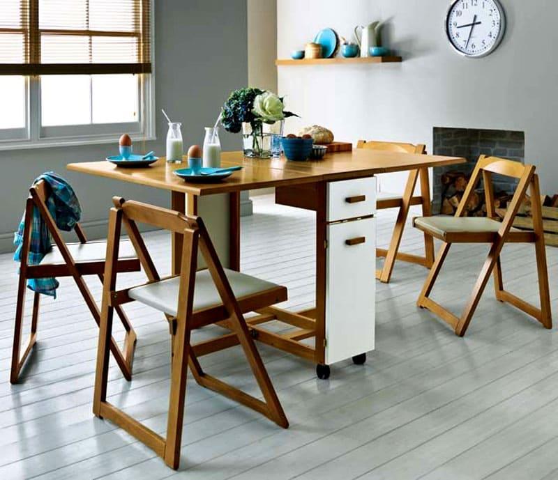 Причём, некоторые модели, могут вмещать внутрь складной конструкции и стулья тоже
