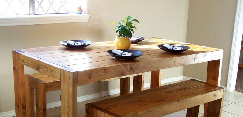 Простой и стильный вариант кухонного стола может быть поддержан и во всем остальном убранстве помещения