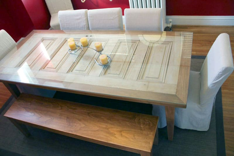 Преимущества деревянных столиков из натурального дерева в том, что они легко подвергаются реставрации
