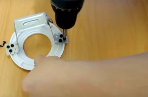 Сильные и слабые стороны тканевых натяжных потолков: варианты и особенности монтажа своими руками