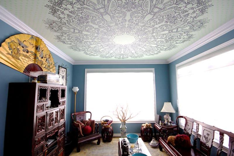 Ширины тканевого потолка достаточно для стандартной комнаты