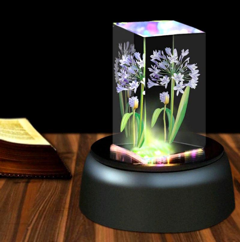 Иллюзия достигается за счёт погружения объёмного предмета в светящуюся колбу