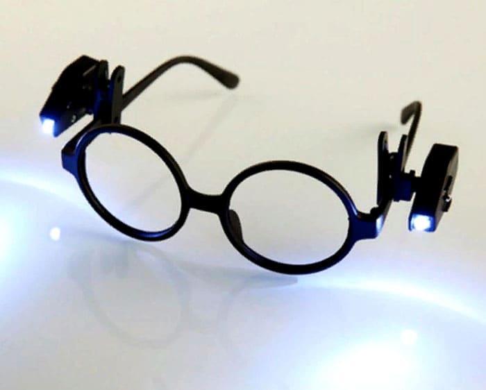 Если вы переживаете за своё зрение, то предпочтёте работать со светом