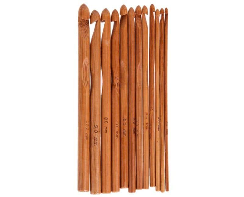 Набор бамбуковых крючков упакован в тёмно-фиолетовый чехол, внутри которого силиконовые перегородки для разделения крючков