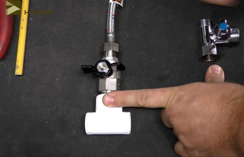Обычный вариант подключения сливного бачка через двухходовой кран