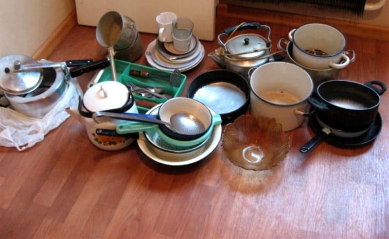 Разложите всю посуду и определите, какую точно вы никогда использовать не будете