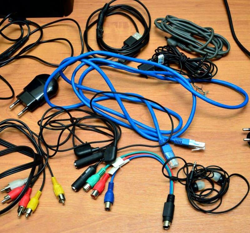 Знакомая картинка – провода, которые ни к чему не подходят