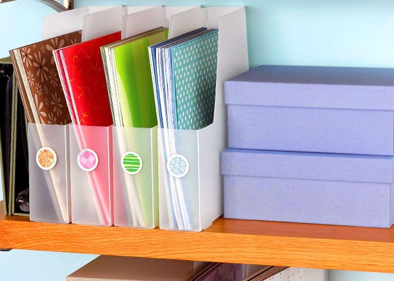 Разбор ненужных бумажных архивов сразу освободит довольно много места в каждом доме