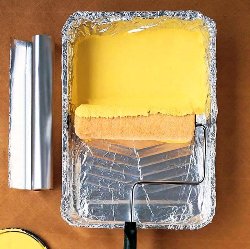 Надоело мыть лоток из под краски – снова фольга вам в помощь!