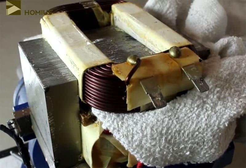 Если при демонтаже повредить изоляционный лак, первичная обмотка станет бесполезной для дальнейшего использования