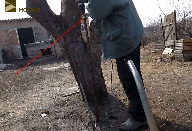 Лом перестал забиваться после 15-20 см – видимо попал в корень