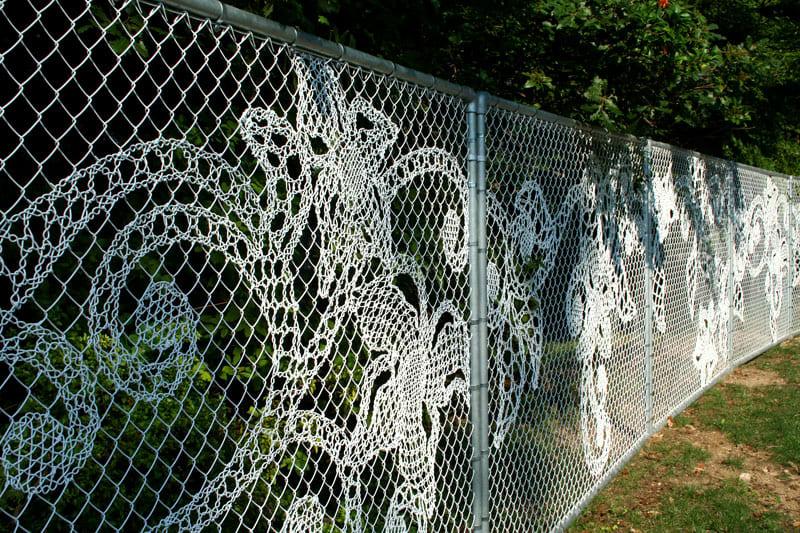 Какой шикарный забор с проволочным плетением
