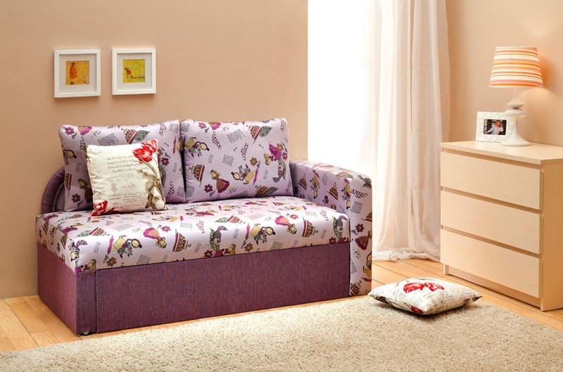 Чем младше малыш, тем более нежную гамму для оформления диванчика стоит выбирать