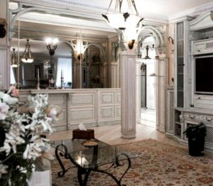 Танцуй, пока молодой: уникальный дом и столичная квартира Аллы Духовой