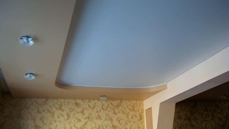 Матовый натяжной потолок в двухуровневой конструкции