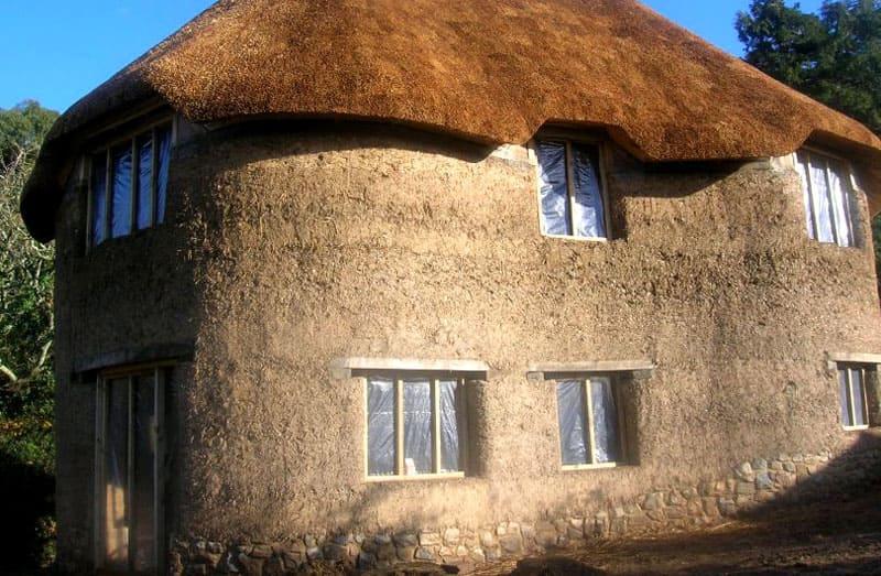 Саман - традиционный строительный материал, обретающий новую жизнь