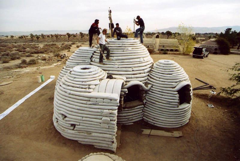 Дом из мешков с землёй