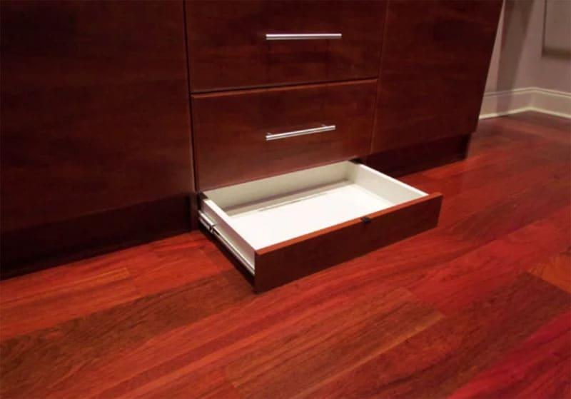 Тайный ящик за декоративной панелью