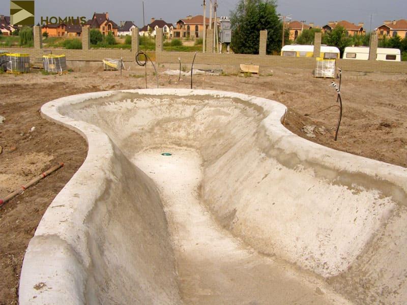 А кроме того, грунт у нас в районе довольно подвижный, и у многих людей фундаменты домов дают трещины, что уж говорить о такой сложной конструкции, как бетонная чаша
