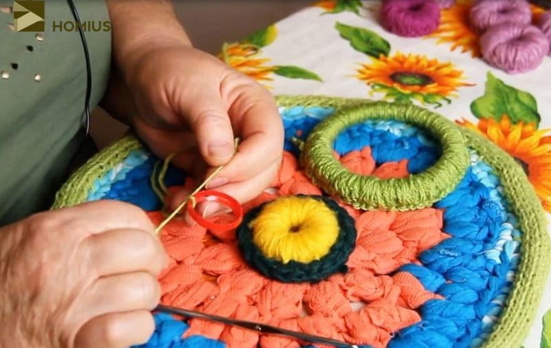 Начинаем работу с обычной петельки, закрепляя её на кольце