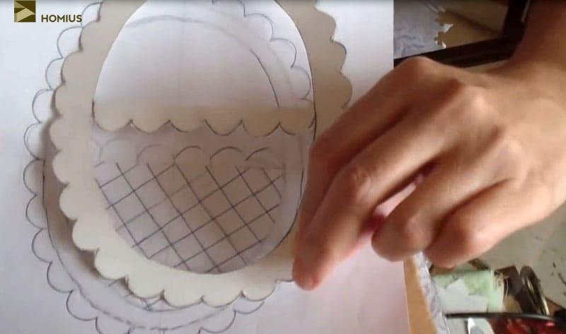Картонный шаблон проще всего перенести на ткань без смещения