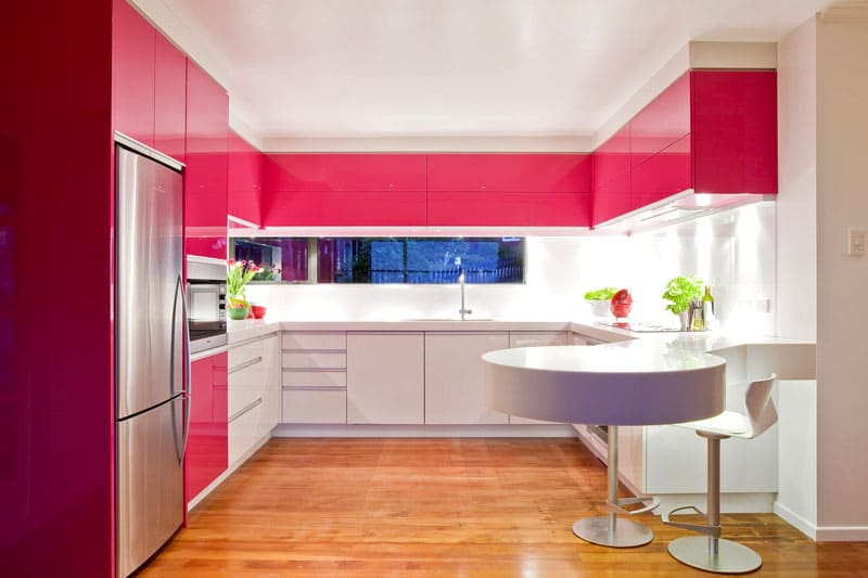При выборе оттенков, главное не переусердствовать, гармоничный интерьер допускает использование всего трёх цветов
