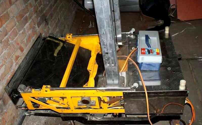 Робот-штукатур: модель RoboPlaster 1000 Plus, в процессе подготовки к эксплуатации