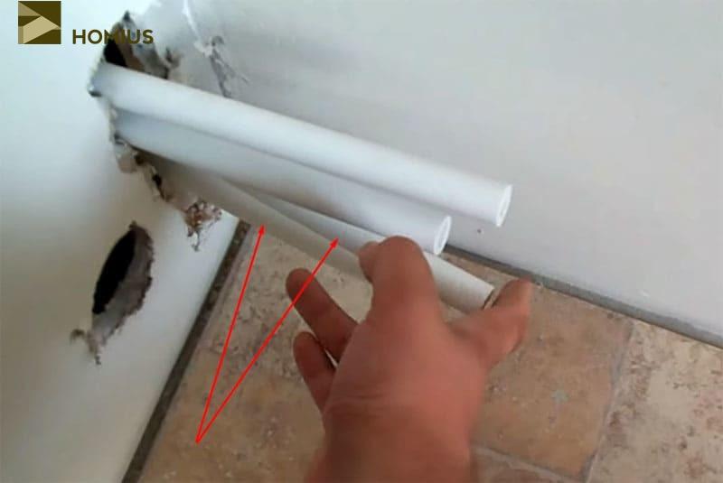 Выводы труб из санузла к котлу следует расположить правильно