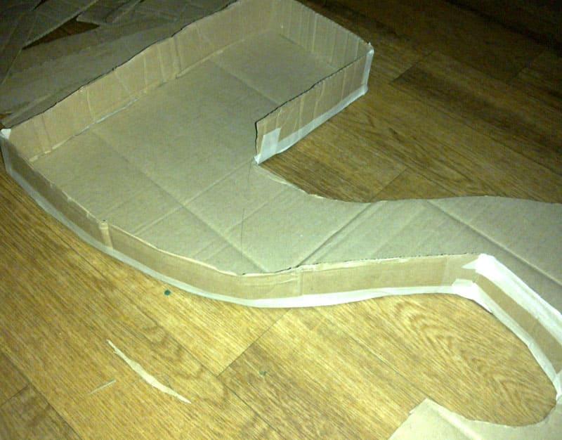 Остатками коробки обклеиваем бордюры нашей цифры