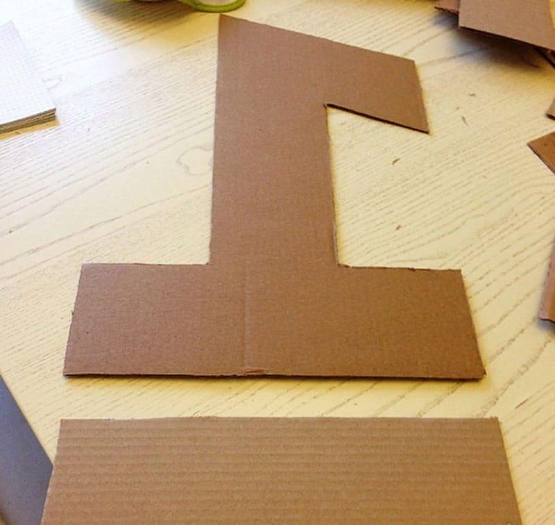 Схемы переносим на картон, вырезаем дно