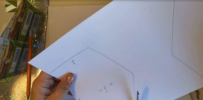 Сейчас нам пригодятся наши «кальки». Переносим размер на цветную бумагу или картон. Вырезаем по шаблону