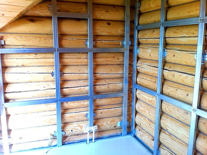 Для деревянных домов в качестве основы под гипсокартон используется обрешётка из бруса
