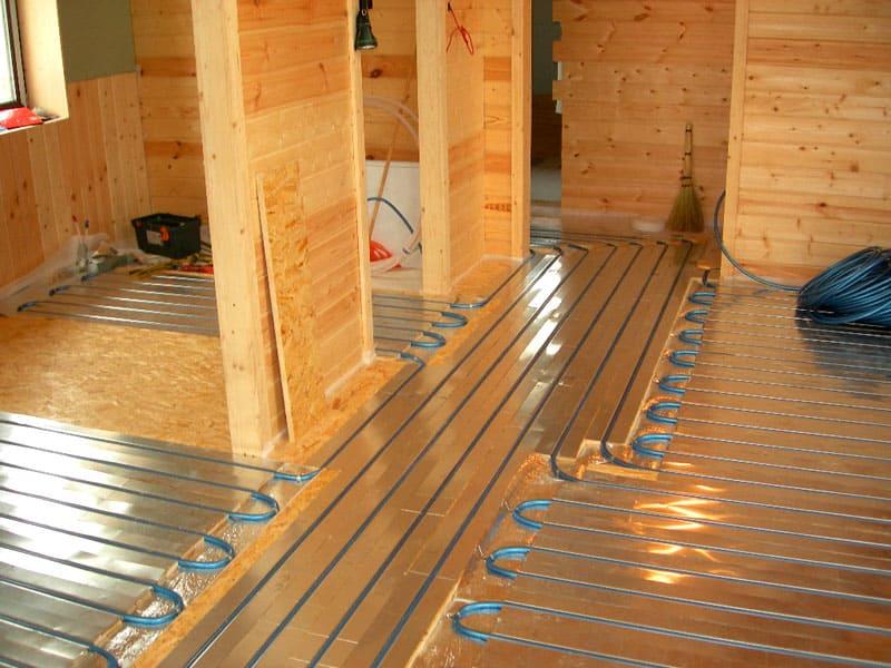 По мнению большинства специалистов пол в деревянном доме важно дополнительно утеплять