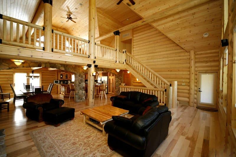 Важно использовать современные технологии так, чтобы провода были максимально незаметны в архитектуре деревянного дома