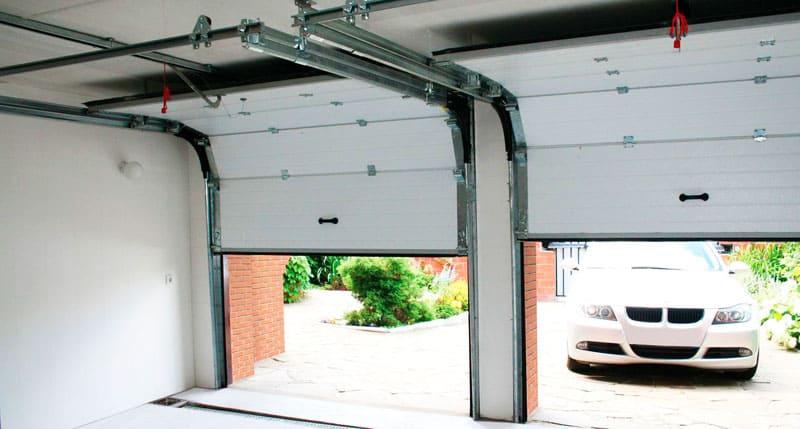 Подъёмные ворота могут быть установлены как на одну, так и на несколько секций