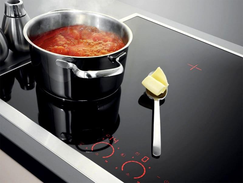 Посуда должна стоять строго по центру конфорки
