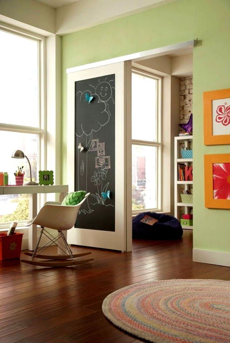 Варианты раздвижной двери с одной створкой для детской