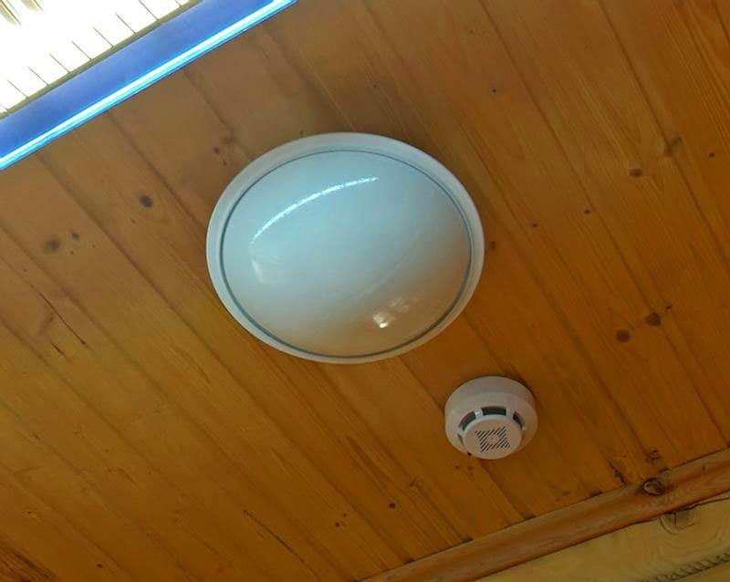 Вот так выглядит система пожаротушения внутри кабинки